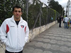 Gustavo Loducca, de Mogi, tenta passar no exame pela terceira vez. (Foto: Carolina Paes/G1)