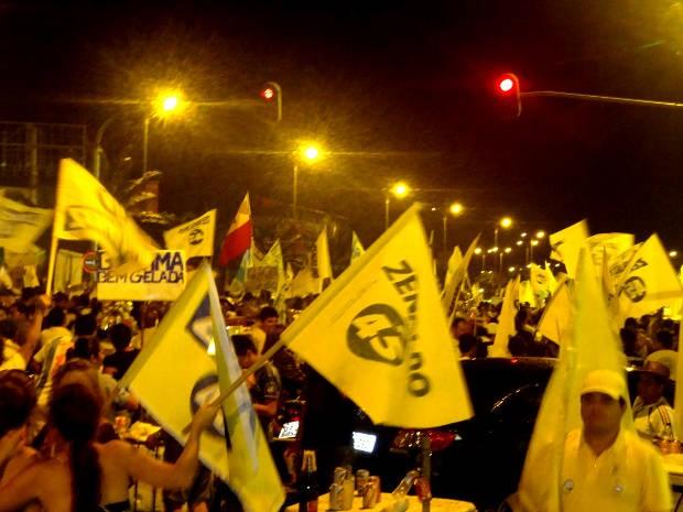 Militantes fizeram festa na avenida Visconde de Souza Franco (Foto: Gil Sóter/G1)