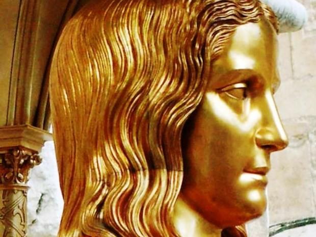 Busto banhado à ouro está na Basílica em homenagem à Santa na França (Foto: Ebrafol / Divulgação)