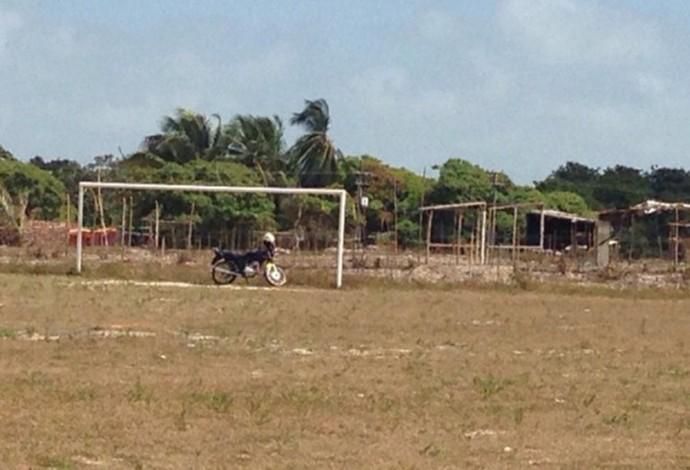 Invasão já se aproxima a campo da base do Sampaio e medo toma conta dos funcionários (Foto: Sampaio / Divulgação)