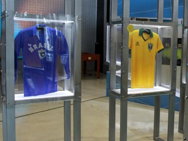 Exposição em Curitiba reúne camisas de futebol usadas pela Seleção  Brasileira (Foto  Danilo Borges 31d2f34d62dc3