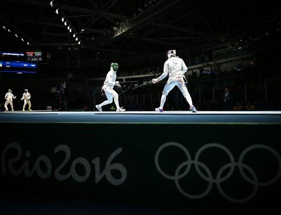 Disputa na esgrima no parque olímpico (Foto:  Ricardo Nogueira/ÉPOCA)