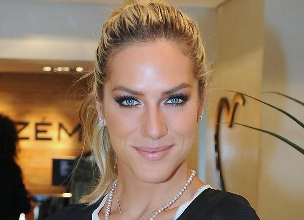 Saiba o que Giovanna Ewbank usa para tirar a maquiagem do rosto! (Foto: AG News)