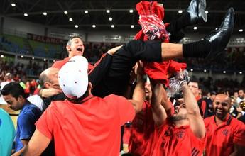 Técnico com mais títulos na história do NBB, Neto renova com o Flamengo