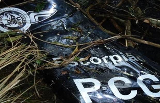 Asa de helicóptero que caiu com delegados em Piranhas, Goiás (Foto: Reprodução/TV Anhanguera)