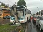 Acidente com ônibus deixa 5 mil casas sem energia elétrica em Manaus