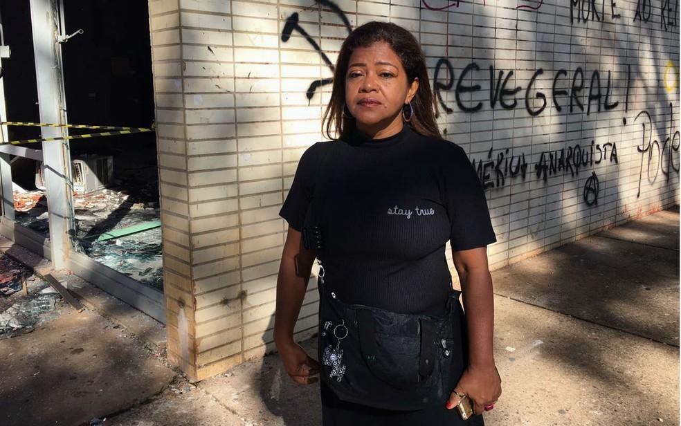 A ativista Clarice Sales, de 49 anos, acredita que as depredações ao patrimônico público durante a manifestação contra Temer refletem profunda instatisfação popular (Foto: Luiza Garonce/G1)