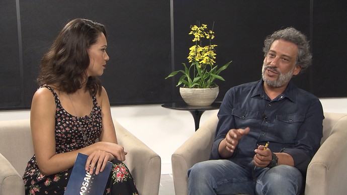Marcello Meneses explica a diferença entre quirologia e quiromancia (Foto: TV Bahia)