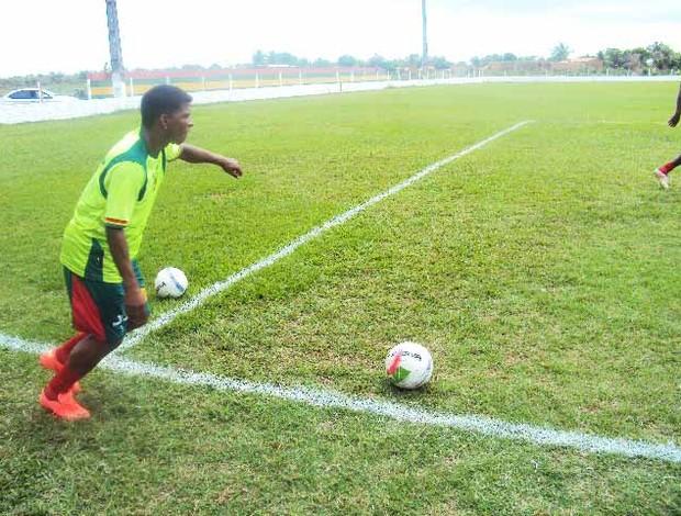 Ley prega respeito ao time do Bacabal (Foto: Afonso Diniz/Globoesporte.com)