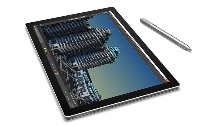 Mais leve e fino, Pro 4 é mais compacto que Surface Book (Foto: Divulgação)