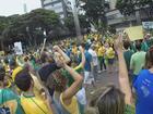 Caixão 'enterra' corrupção durante protesto em Santa Rita do Sapucaí