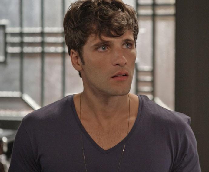 Murilo fica assustado com a afirmação do irmão (Foto: TV Globo)