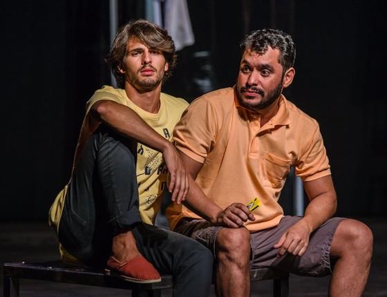 Márcio Lima e Brenno Leone em cena da comédia Neura (Foto: Divulgação)
