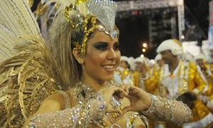 Mulher Melão se decepciona por não perder peso em desfile: 'Arrasada', diz