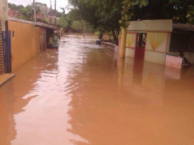 Casas foram tomadas pela água (Foto: Lucimara do Prado / Arquivo Pessoal)