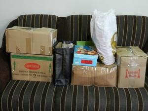 Anildas já lacrou algumas caixas para realizar a mudança (Foto: Wellington Roberto/G1)