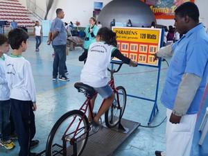 A bicicleta que gera energia elétrica é outra atração do evento (Foto: Marcelo Ferreira)
