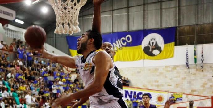 Manny Quezada São José x Mogi NBB (Foto: Antonio Basílio/PMSJC)