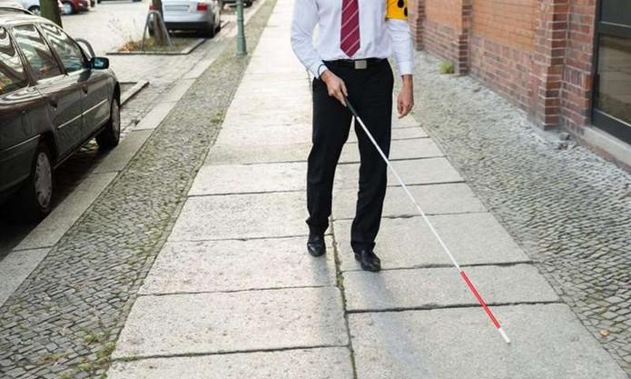 Bengala smart é capaz de identificar pessoas e terá sistema de navegação  (Foto: Divulgação/Universidade de Birmingham)