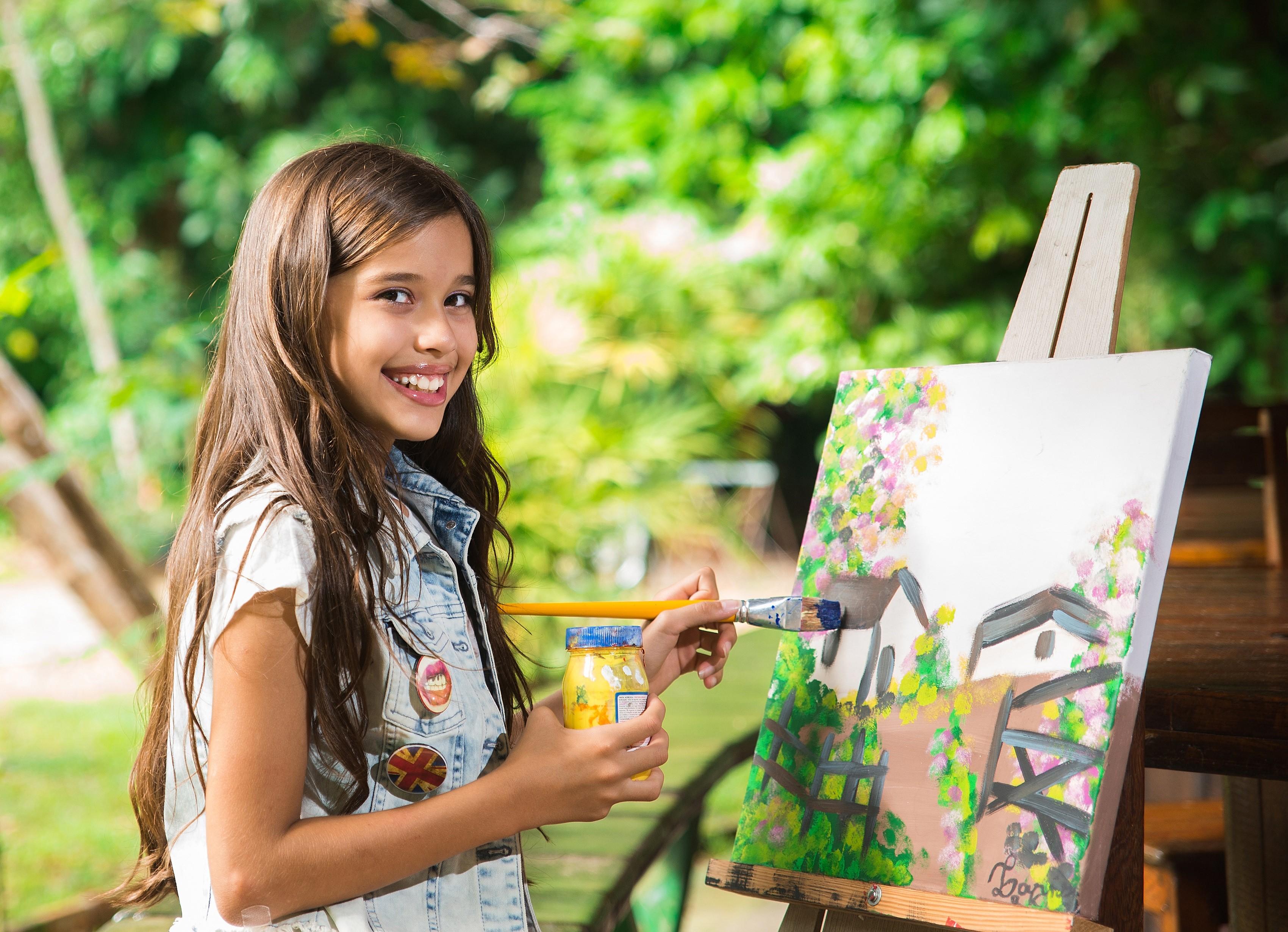 A artista mirim Larissa Kanzler, uma das escolhidas para integrar a mostra (Foto: Divulgação)