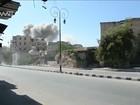 Após 30 bombardeios, moradores de Aleppo fogem com medo