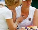 Em recuperação de lesão no ombro, Zvonareva não joga o Australian Open