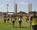Diretoria do Vila Nova se reúne com o elenco e dispensa seis jogadores