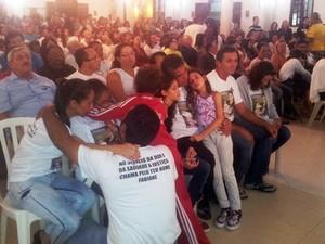 Missa reúne familiares e amigos da dona de casa linchada em Guarujá, SP (Foto: Rodrigo Martins/G1)