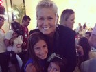 Vera Viel tieta Xuxa e posta foto da apresentadora com suas filhas