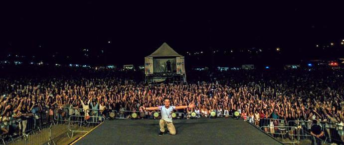Kanoa levantou a multidão de quase 30 mil pessoas no aniversário de Pinhais (Foto: Reprodução redes sociais/ Júnior Dias)