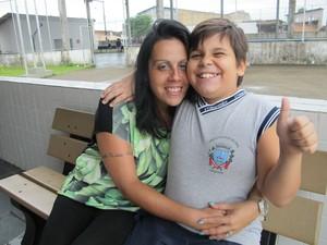 Tatiana, mãe de Diego, durante uma visita a escola do menino (Foto: Mariane Rossi/G1)