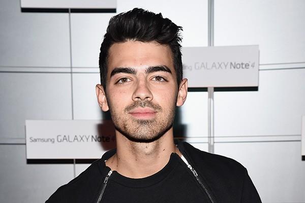 """""""Tinha feito outras coisas antes, mas não me tornei sexualmente ativo até os 20 anos"""", afirmou Joe Jonas. """"Fiquei feliz por esperar pela pessoa certa.""""  (Foto: Getty Images)"""