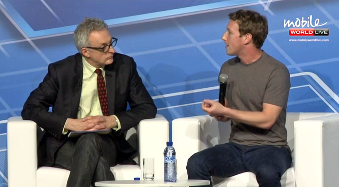 David Kirkpatrick entrevista Mark Zuckerberg no MWC (Foto: Reprodução / MWC)