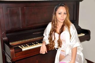 Suzy, a pianista nua de Floripa (Foto: Paulo Luiz Cordeiro / Divulgação)