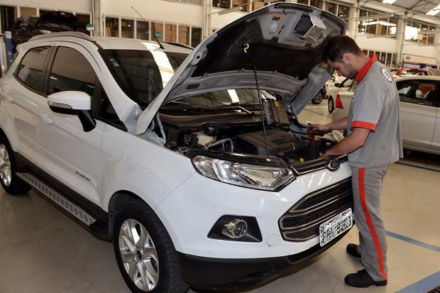Ford EcoSport durante revisão (Foto: Divulgação )