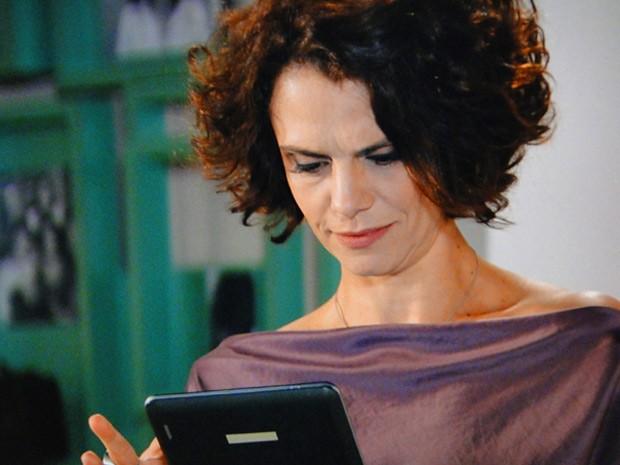 Lygia fica chocada ao saber que Penha e Gilson estão juntos  (Foto: Cheias de Charme / TV Globo)