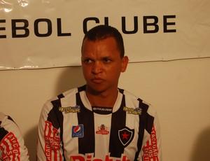 Warley, atacante do Botafogo-PB (Foto: Lucas Barros / Globoesporte.com/pb)
