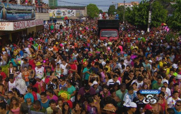 Desfile do bloco de sujo a 'banda' em 2013 (Foto: Reprodução/TV Amapá)