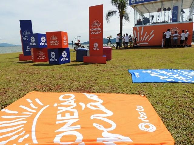 Estúdio de Verão foi montado na Avenida Beira-Mar Norte (Foto: Géssica Valentini/RBS TV)