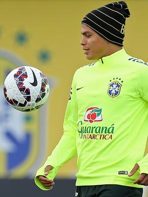 Thiago Silva em treino da seleção brasileira em Viamão (Foto: Heuler Andrey / Mowa Press)