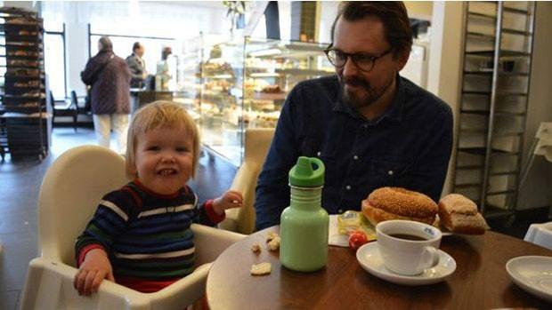 Homens suecos tiram, em média, apenas um quarto dos 480 dias oferecidos a casais  (Foto: Andrea Rangecroft)