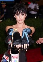 Katy Perry diz que pretende usar fralda no baile de gala do MET