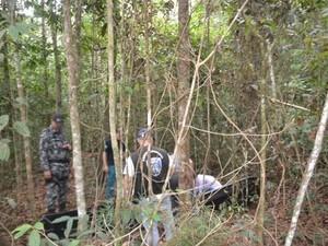 Corpo da vítima em Zona Rural de Vilhena (Foto: Carlos Franco/Extra de Rondônia/ Reprodução)