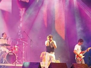 Banda Del Rey em apresentação em Recife (Foto: Katherine Coutinho/G1)