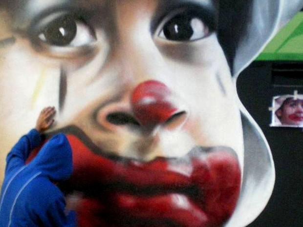 Primeiro palhaço grafitado por Nilo Zack em Belo Horizonte, em 2010 (Foto: Nilo Zack/ Arquivo pessoal)