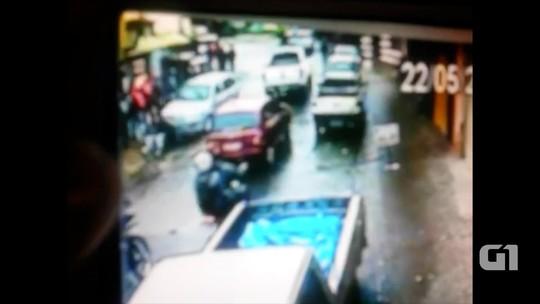 Carro desgovernado atropela pedestre na calçada em Campos do Jordão; veja vídeo
