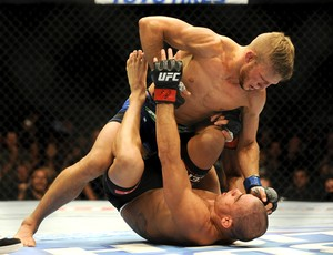 UFC 173 TJ Dillashaw e Renan Barao (Foto: Agência Reuters)