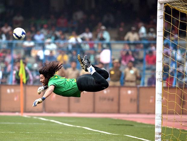 Higuita jogo Masters Índia  (Foto: AFP)