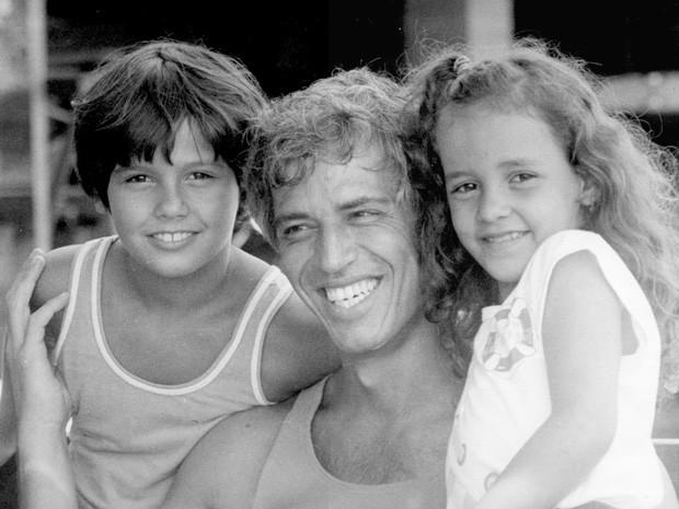 Danton Mello, Nuno Leal Maia e Kátia Moura em 'A gata comeu' (Foto: TV Globo)
