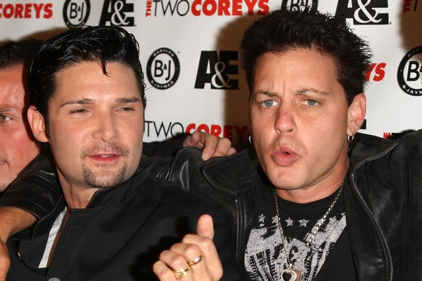 Corey Feldman ao lado do amigo Corey Haim (Foto: Getty Images)